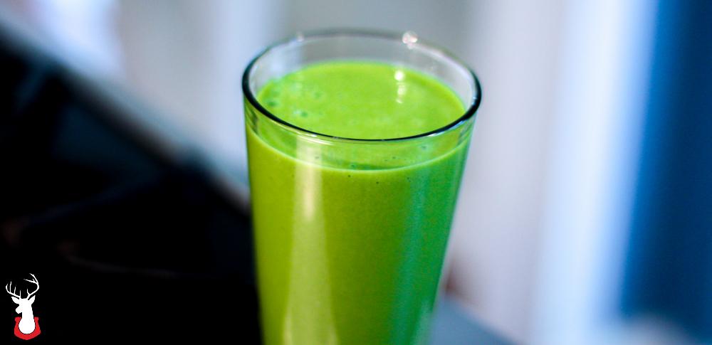 G@H: Green smoothie with a orange, banana, mango, Greek yogurt and spinach